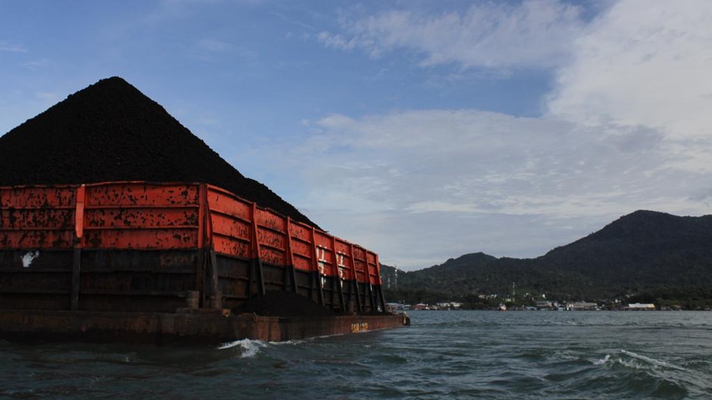 #BersihkanIndonesia: UU Minerba Istimewakan Korporasi, Rakyat Menggugat!